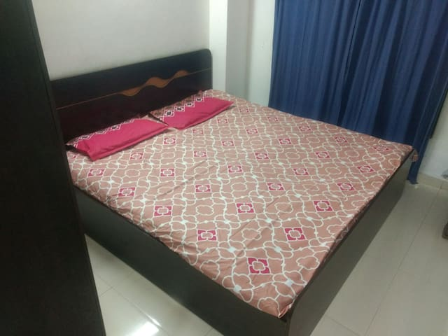 Homestay nr vishala hotel,female/couple guest only - Ahmedabad - Byt