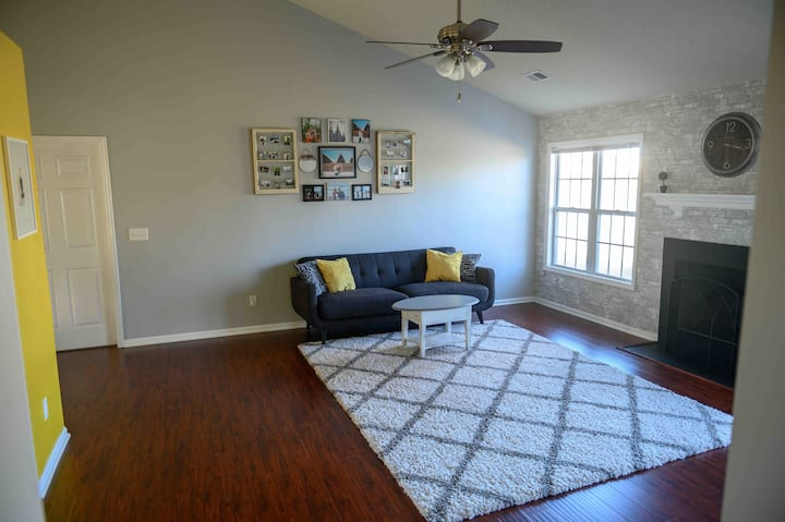 Full house, 10 min from market- 3 bedrooms 2 bath