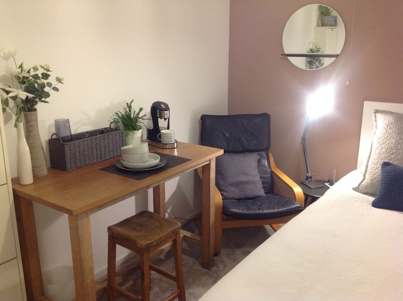 Cosy single room with work space