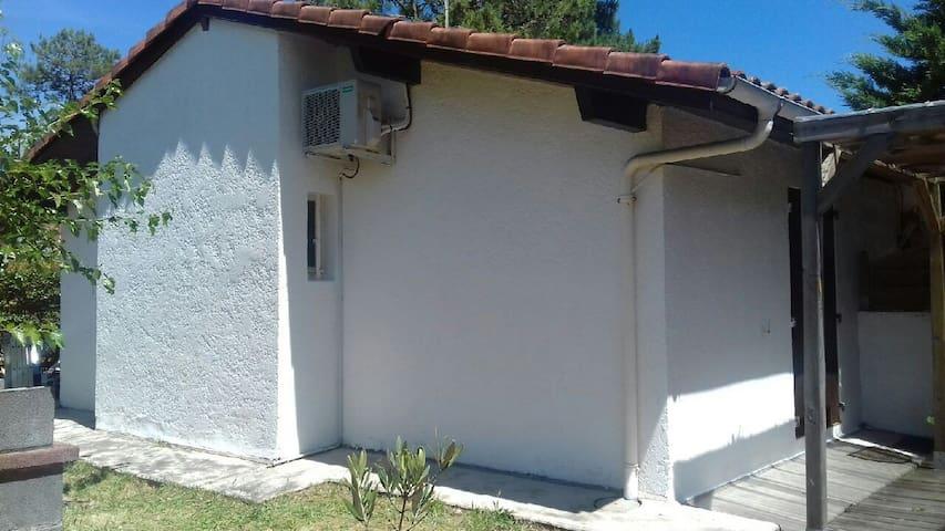 Maisonnette climatisée avec jardin clos