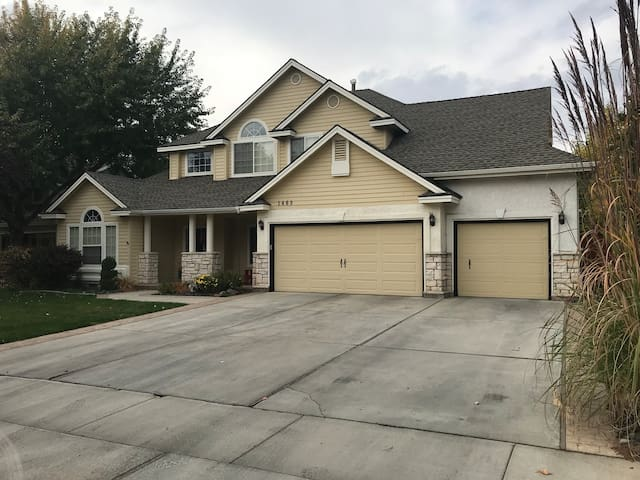 Eagle Boise large spacious family home