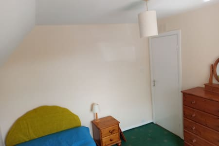 Newly decorated double room. £80pw