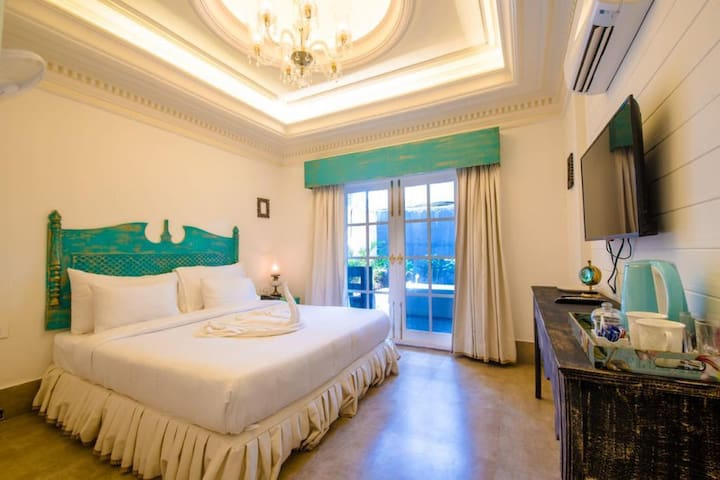 Superior rooms with jacuzzi close to Vagator beach