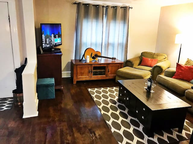 1899 West Nashville apartment great location! 2BR