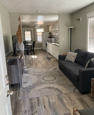 2 Bedroom Remodeled Bungalow! - Old Town/Downtown