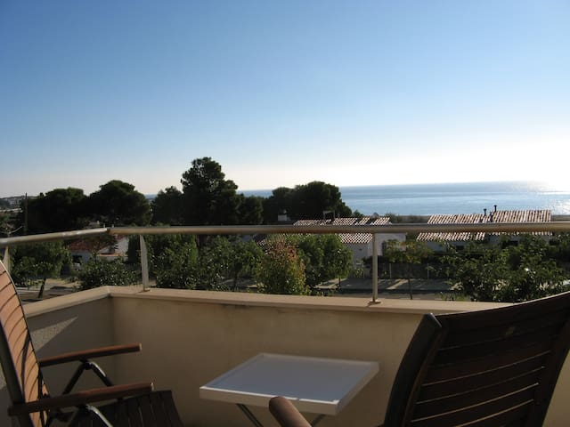 Townhouse with sea views and near the beach - L'Hospitalet de l'Infant - Radhus