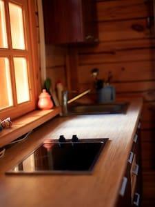 Belka Guesthouse - wooden cottage - Listvyanka
