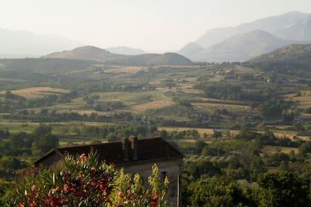 Small Rustic Italian Home - - Sicignano degli Alburni - ทาวน์เฮาส์