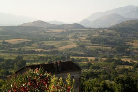 Small Rustic Italian Home - - Sicignano degli Alburni - Reihenhaus