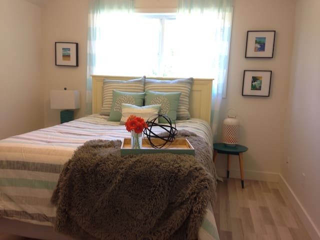 $$  SPECIALS $$... Affordable Clean 2 Beds - Saanichton