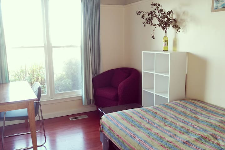 Quiet & Private Room In Doveton