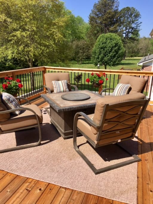 Deck with patio set/Fire Pit