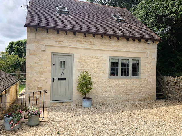Luxury 1 bed lodge in grounds of historic house.