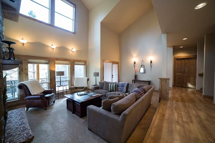 Alpenglow` Winter Wren 2, Mt. Bachelor Village, 3,050 sq. ft., sleeps 10, 4 bedrooms and MEDIA ROOM, 3.5 bathrooms, A/C, fireplace, WiFi, Pet friendly, community swimming pool and hot tub