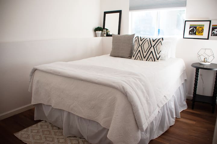 Clean & Cozy Bedroom with Private Bathroom.
