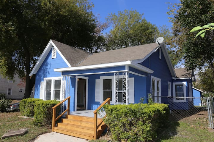 Blue Craftsman Home #2. Only 3 miles to the Alamo!