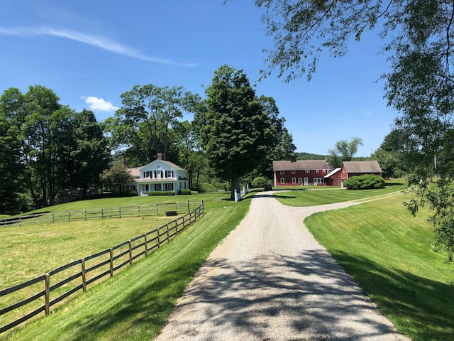 Hudson Valley - Picardy Farm: The entire Estate