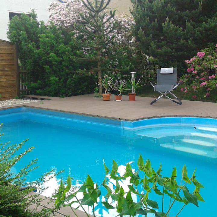 Ferienwohnung mit Pool und Kamin für 2-4 Personen
