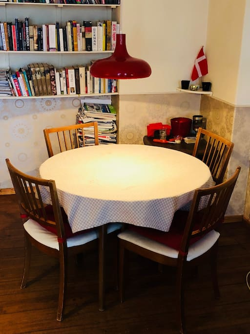 Cozy dining-area for four or five persons