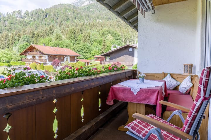 Cosy Holiday Apartment Annamirl with Balcony, Mountain View & Wi-Fi; Parking Available, Pets Allowed