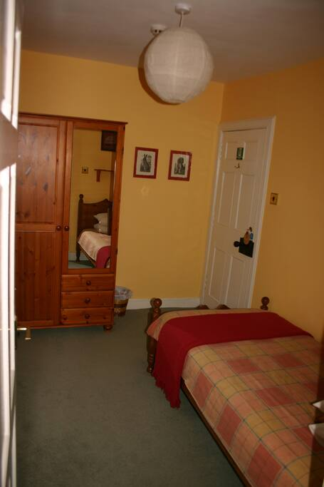 Single bedded room adjoining the double room