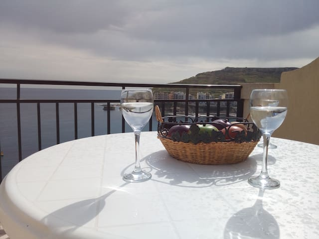 Private Double Bdr. Marsalforn Seafront Penthouse - Żebbuġ
