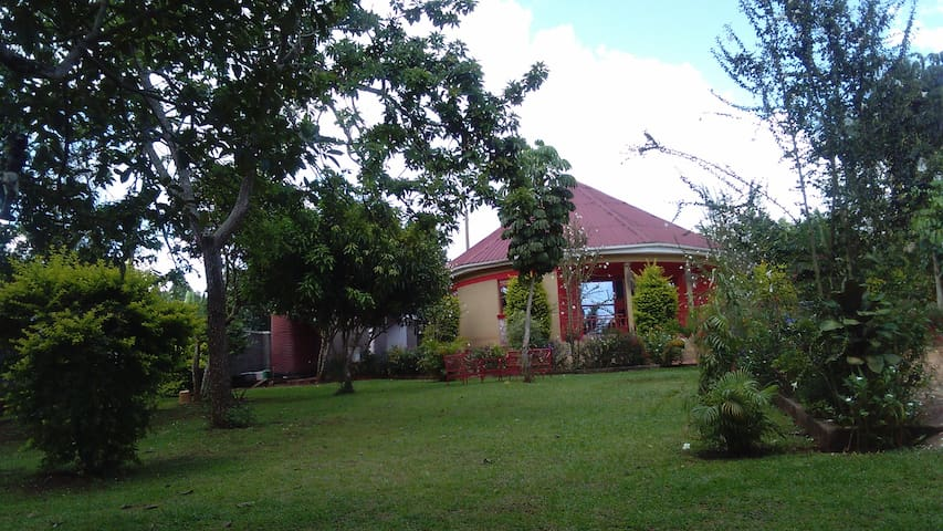 Tabs Country home,....... - Mukono - Casa