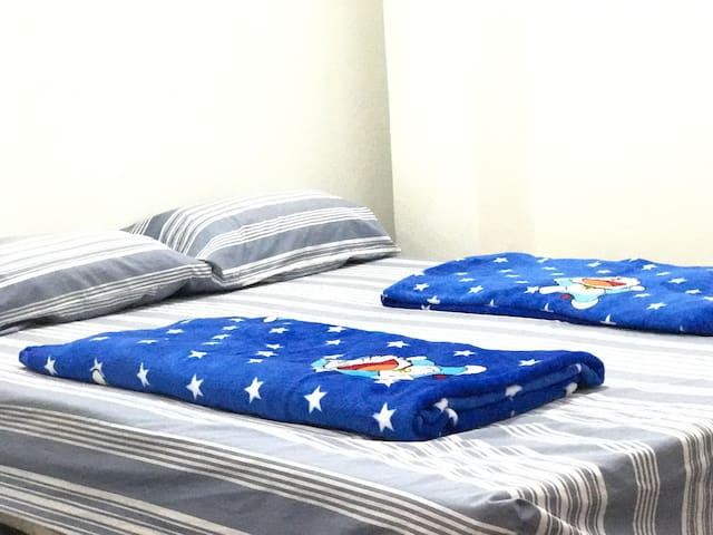 1 Queen bed   @1BR - Ulu Tiram - Hostel