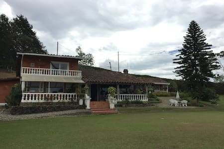 AMAZING COUNTRY HOUSE NEAR MEDELLIN - Guarne