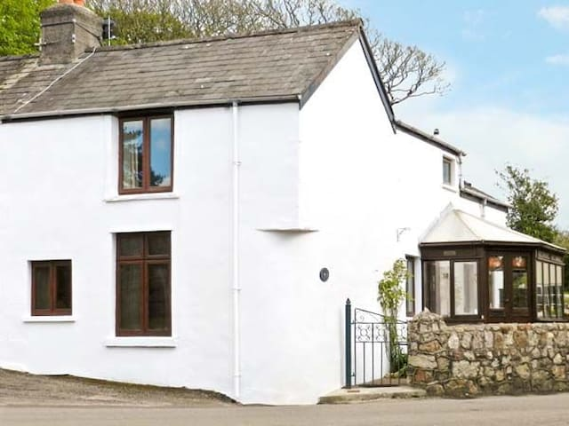 Charming 17th Century Gower Cottage - Reynoldston - House