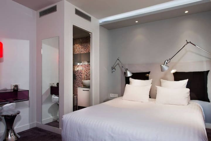 Double Room · Design room for 2 close to Bastille