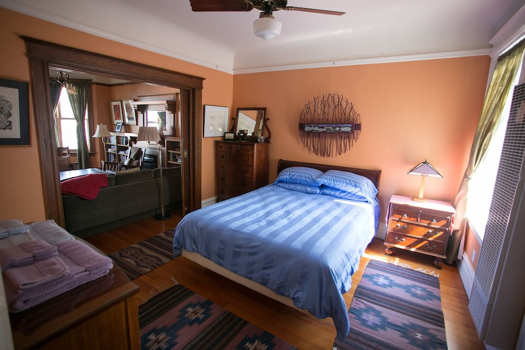 Bedroom 1 w/ queen size bed