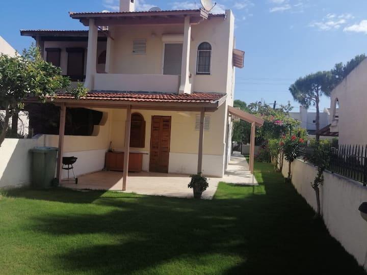 Alaçatıda müstakil bahçeli villa