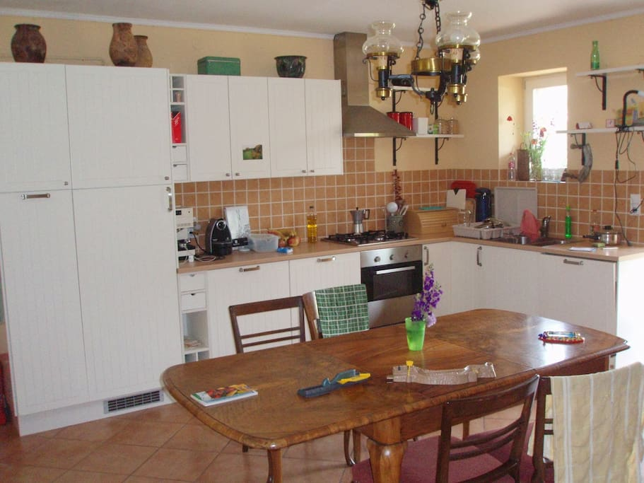 Kitchen and extendable Family Table