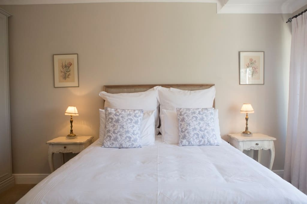 Queen size bed with cotton linen.