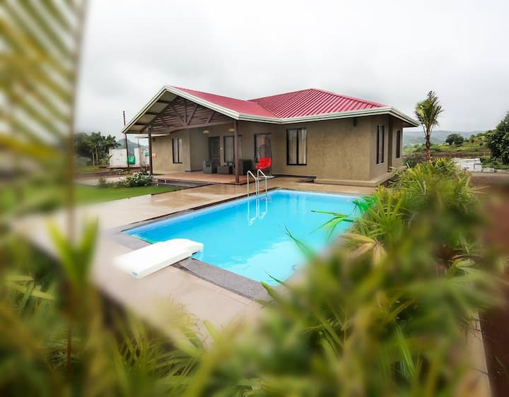 """Kings ""by Unexplora,villa with pool near Igatpuri"