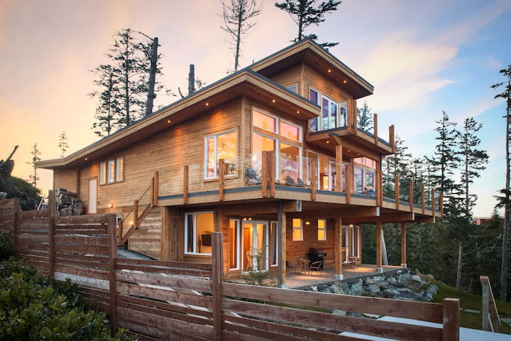 An Exclusive Private Ocean Front Room with Hot Tub - Ucluelet - Hus