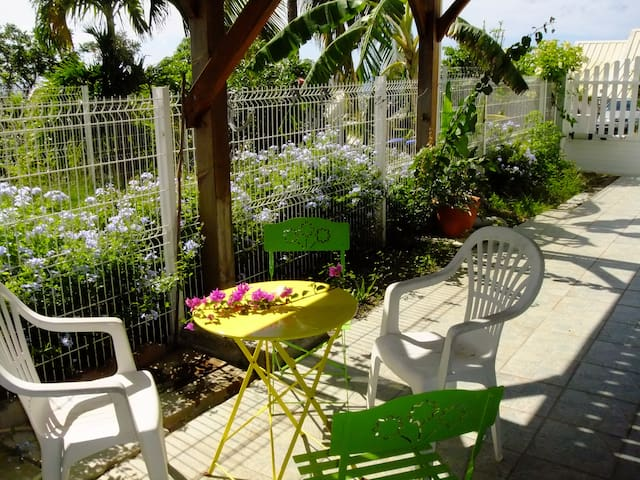 Accommodation rez of garden, in 4 mn beaches - Case-Pilote - Casa