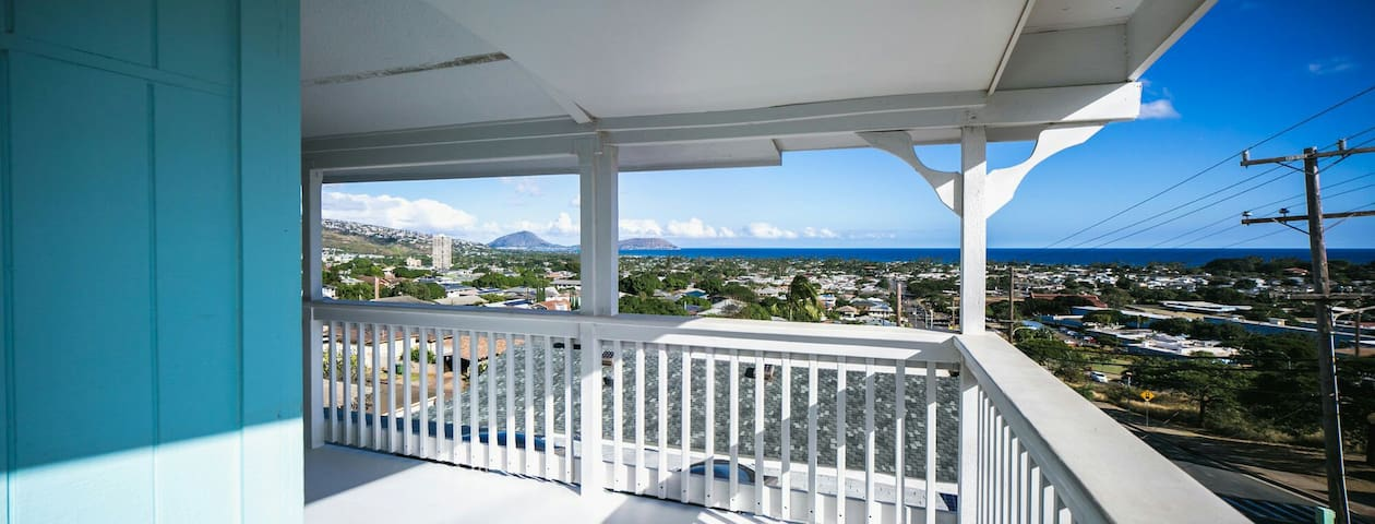 Diamond Head view (Top floor)4BR/2BA/2parking