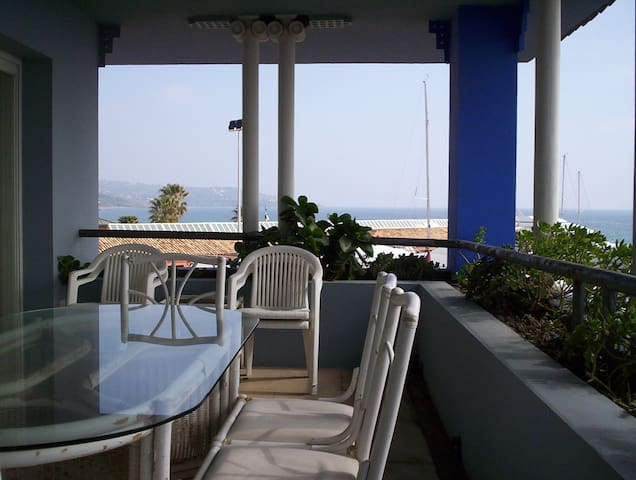 FANTASTIC 2 BEDROOM APARTMENT IN PUERTO SOTOGRANDE - San Roque - Apartamento