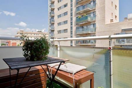 NEAR RAMBLA POBLENOU AND BEACH - Apartment