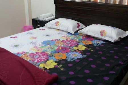 Luxorious Room beside Indu Fortune! - Hyderabad - Apartment