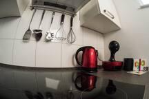 Kaffee und heißes Wasser auf Knopfdruck - für Kaffee und Tee wird gesorgt