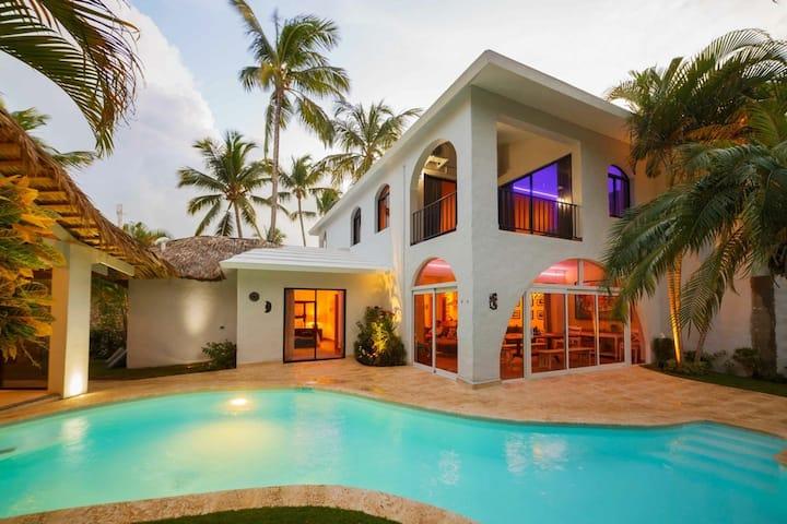 VILLA PARADISIO. Beachside Villa in Cabarete.
