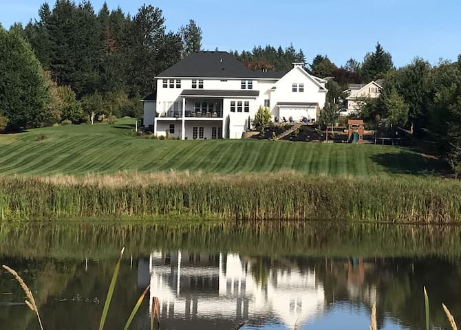 Waterfront Retreat with a View (OSU, I-5 close)