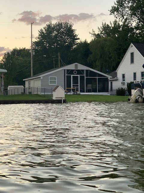 Riverfront home close to Bay City attractions