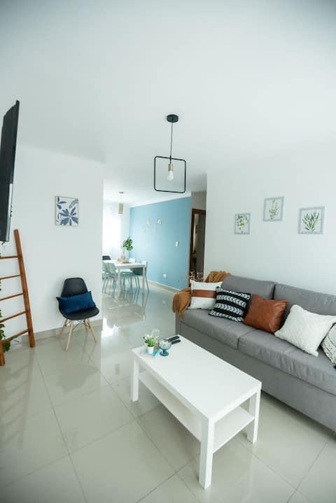 Apartamento de 2 habitaciones recientemente remodelado.