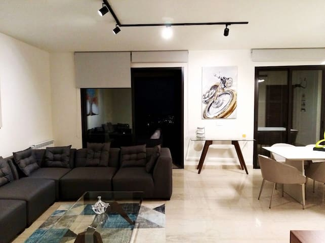 Deluxe apartment with stunning view in Beit Misk