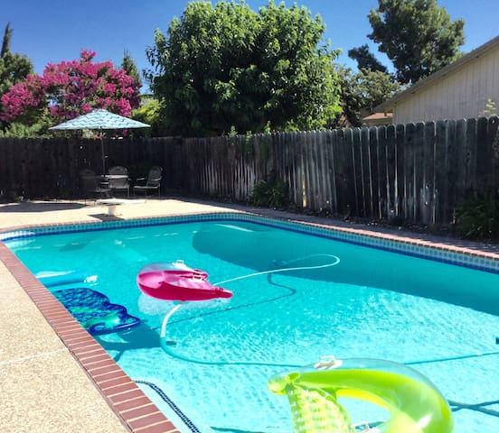 PRIVATE ROOM QUIET SAFE-POOL SPA - Stockton - Casa