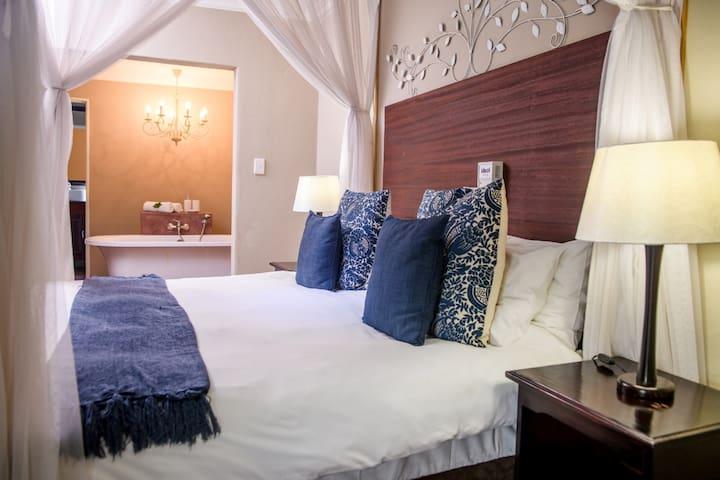 Exquisite Honeymoon Suite